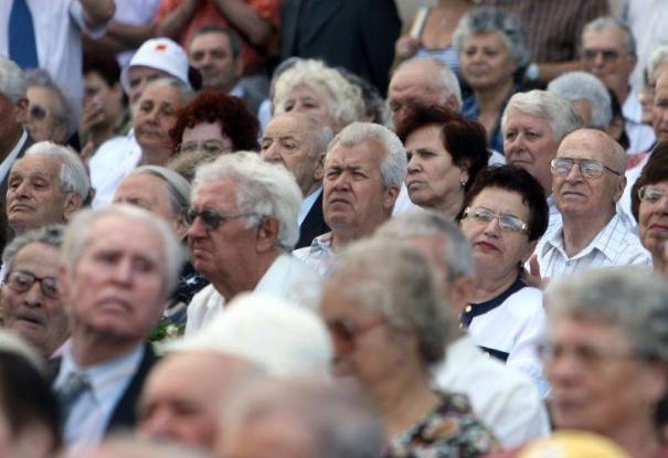 Contribuţii pentru persoanele vârstnice la centrul din Mozăceni