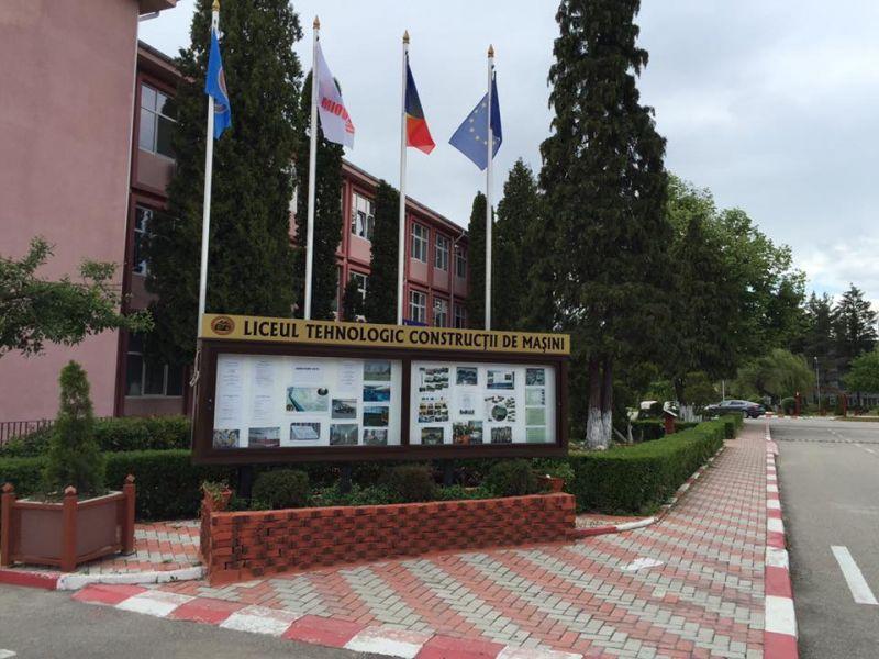 Primăria Mioveni a acordat bursele școlare de merit pentru semestrul I