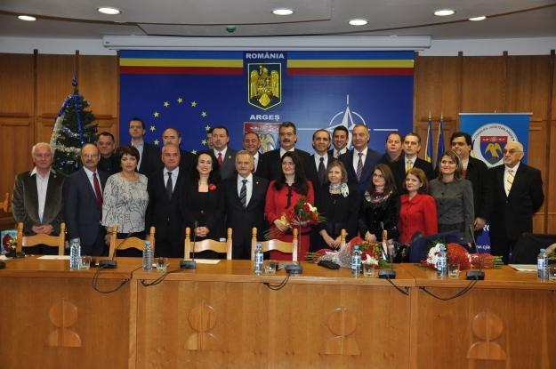 Parlamentarii argeşeni se fac că lucrează