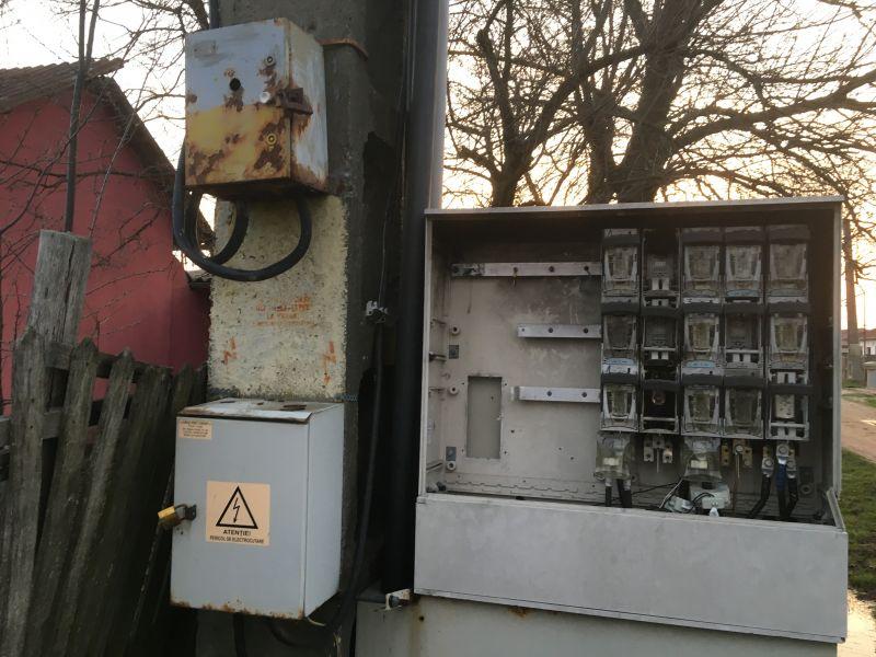 Copii expuşi la electrocutare. Nimeni nu ia măsuri