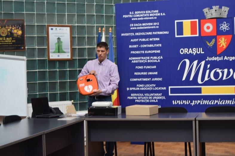 Şcolile şi gradiniţele din Mioveni au fost dotate cu defibrilatoare