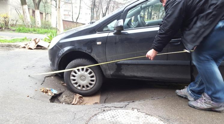 Argeşenii care îşi rup maşinile în gropi pot obţine despăgubiri
