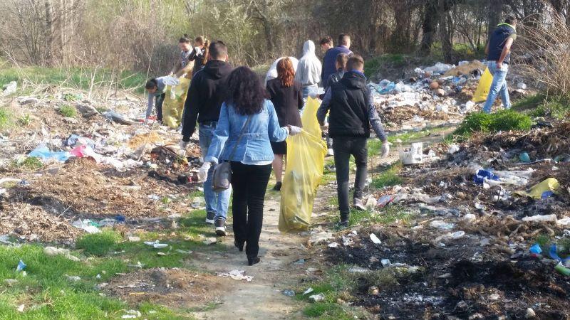 Elevilor din Costești le pasă de pădure