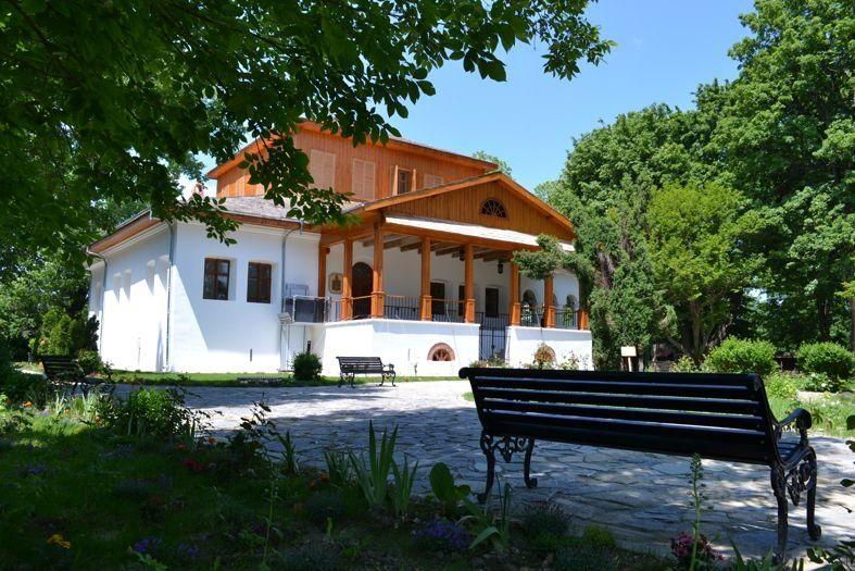 La Golești: Simboluri precreștine în arhitectura tradițională românească