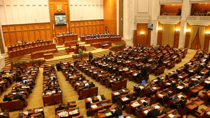 Parlamentarii îşi trag partea leului la salarii