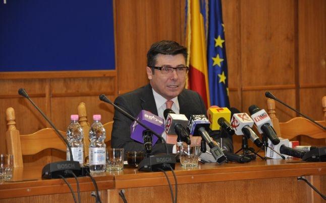 Tecău a plătit avocaţi pentru Consiliul Judeţean, deşi avea numeroşi jurişti