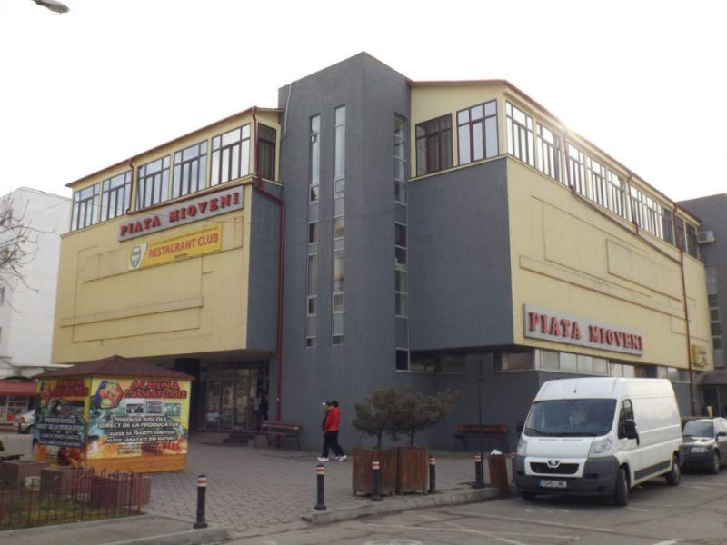 Piața Dacia din Mioveni, program special de sărbători