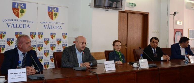 Soarta autostrăzii Pitești-Sibiu, discutată la Vâlcea