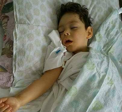 Un copil vă mulțumește! David Ciobotaru se recuperează după operație