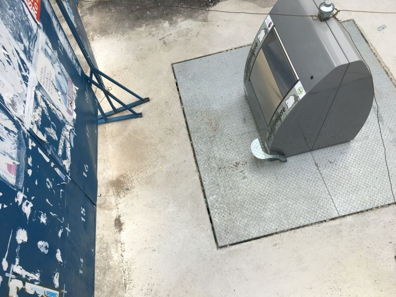 Pitești: Se montează prima platformă îngropată de gunoi