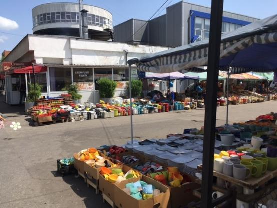 Târg de oale şi alte vase în Piaţa Ceair