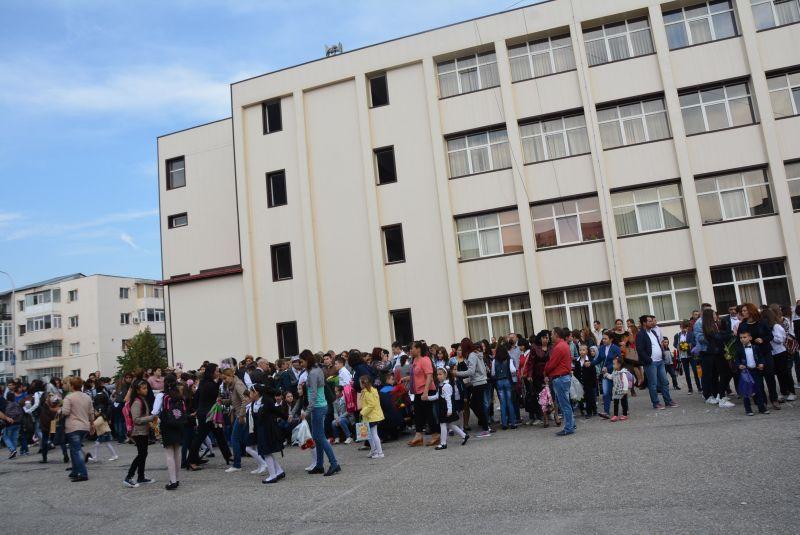 Mioveni: Elevii de clasa a IV-a susţin testări de Evaluare Naţională