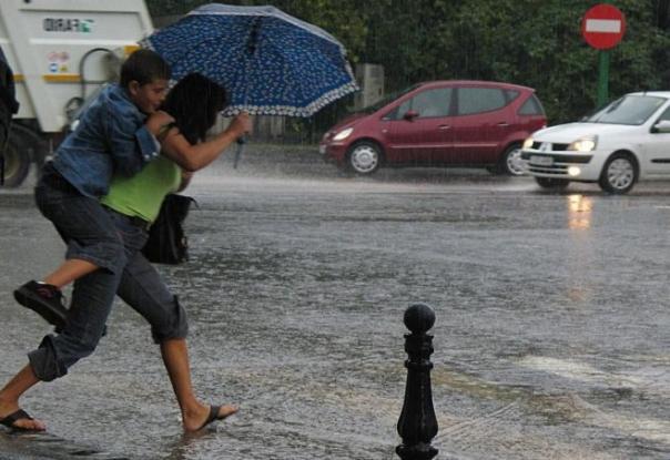 O nouă alertă de ploi şi vânt puternic