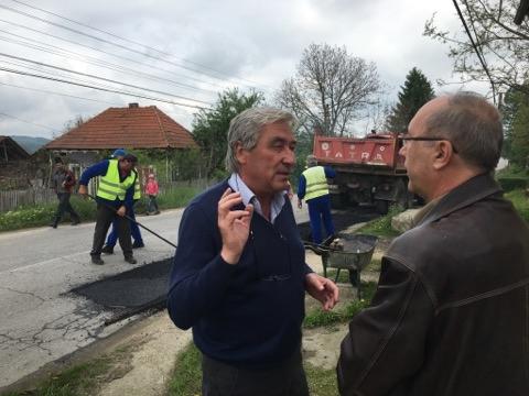 Postlnicescu monitorizează lucrările la drumurile judeţene