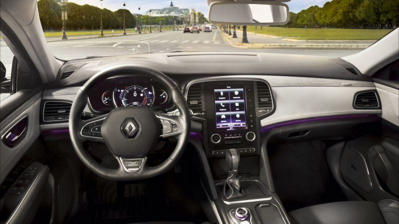 Sute de autoturisme Renault rechemate în service