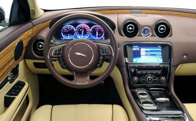 Finanţele vând un Jaguar la preţ de nimic!