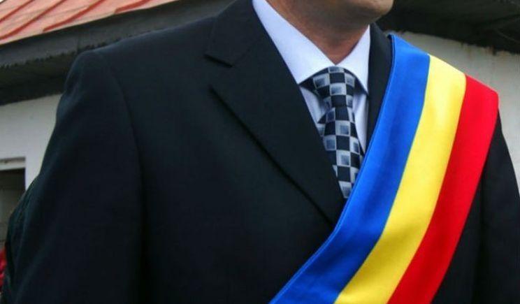 12 primari și viceprimari își serbează onomastica de Sfinții Constantin și Elena
