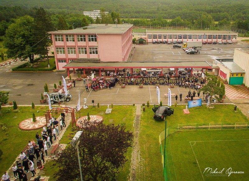 Joi, festivitate de absolvire la liceul Tehnologic Construcţii de Maşini Mioveni