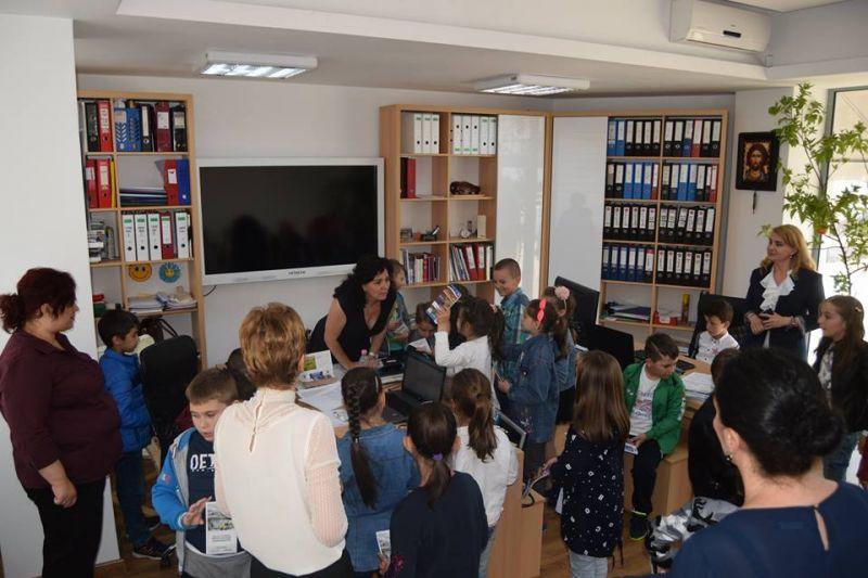 Elevi din Mioveni, în vizită la primărie