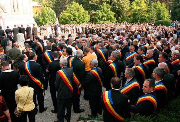Salarii mai mici pentru primarii şi viceprimarii de oraşe din Argeş