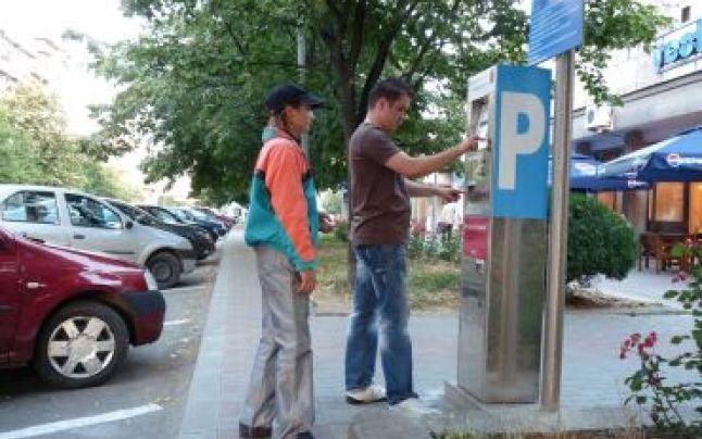 Aparat de taxare în parcare, vandalizat