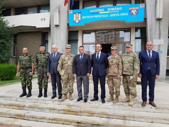 Întâlnire militară la Prefectura Argeş