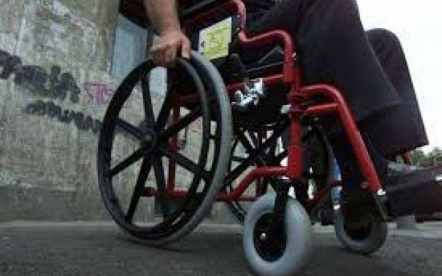 Persoanele cu dizabilităţi din Argeş au protestat la Ministerul Muncii