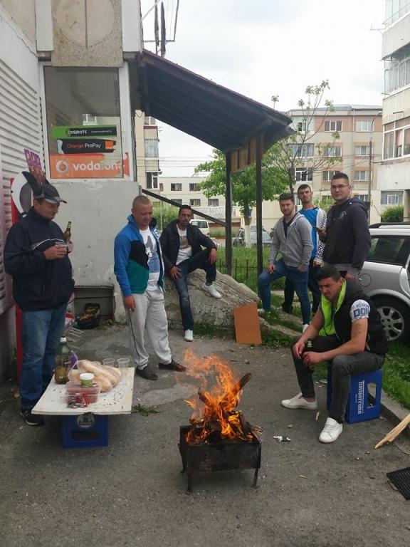 """Mioveni: """"Să ardă cartieru. Să fie veselie"""""""