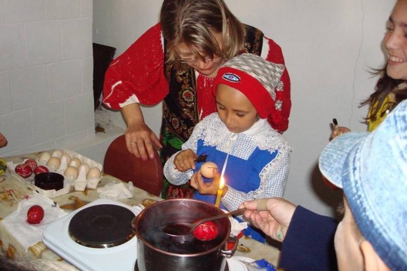 Atelier de încondeiat ouă la Goleşti