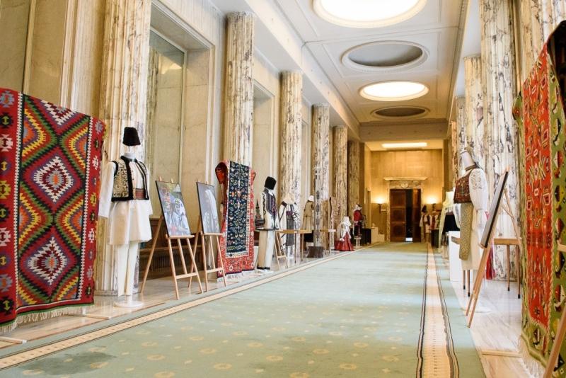 Expoziție cu obiecte populare de patrimoniu la Palatul Victoria