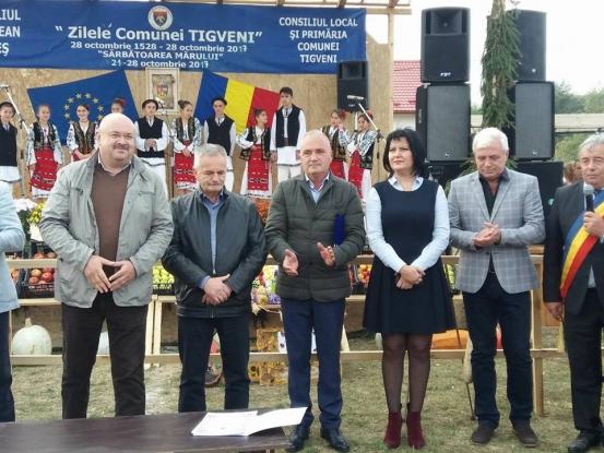 Simona Brătulescu, la Festivalul Mărului de la Tigveni şi la Ziua comunei Schitu Goleşti