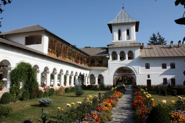 Bani pentru mănăstirea Aninoasa