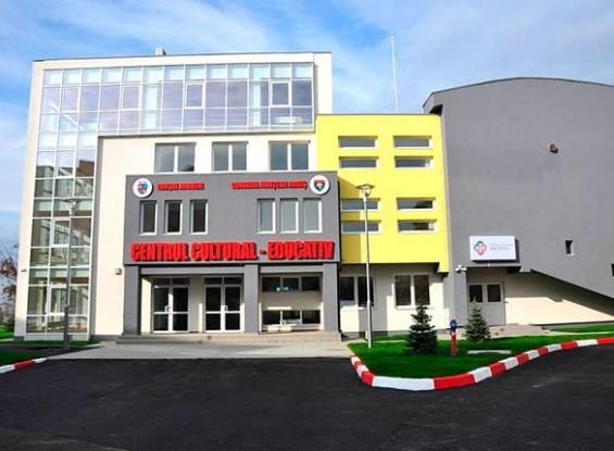 Spectacol caritabil la Centrul Cultural Educativ din Mioveni
