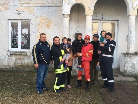 Pompierii argeşeni s-au transformat în Moş Nicolae