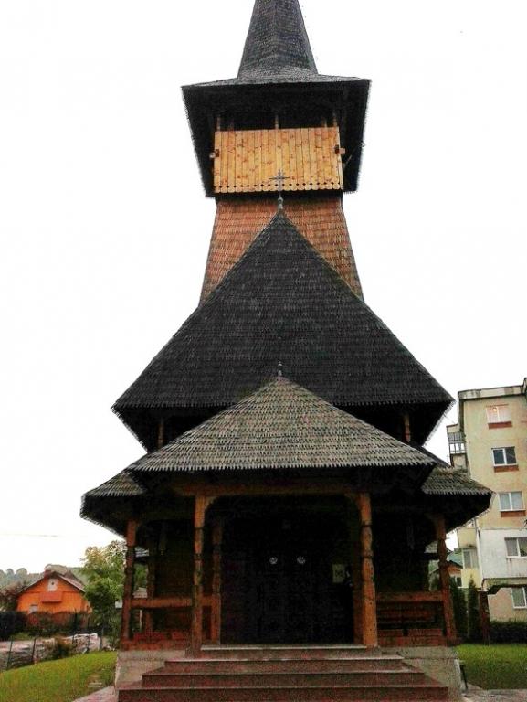 """Mioveni:Biserica """"Sfinţii Trei Ierarhi """" are o față nouă"""