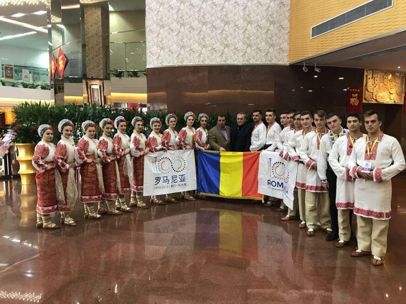 """Ansamblul Folcloric """"Plai de Dor"""" Mioveni, întâlnire cu ambasadorul Românie în China"""
