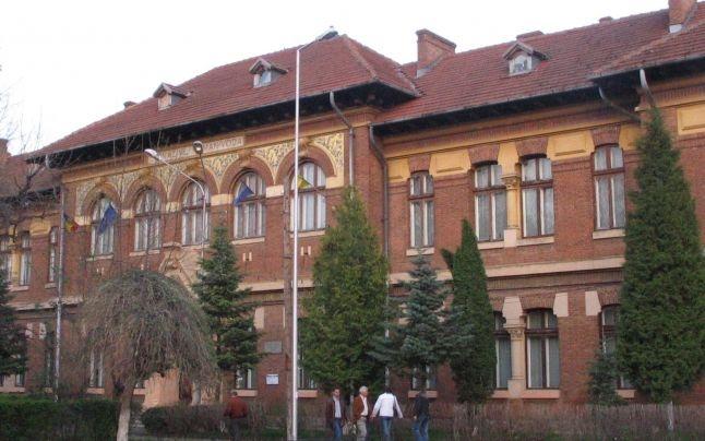 Nereguli la Colegiul Brătianu din Piteşti