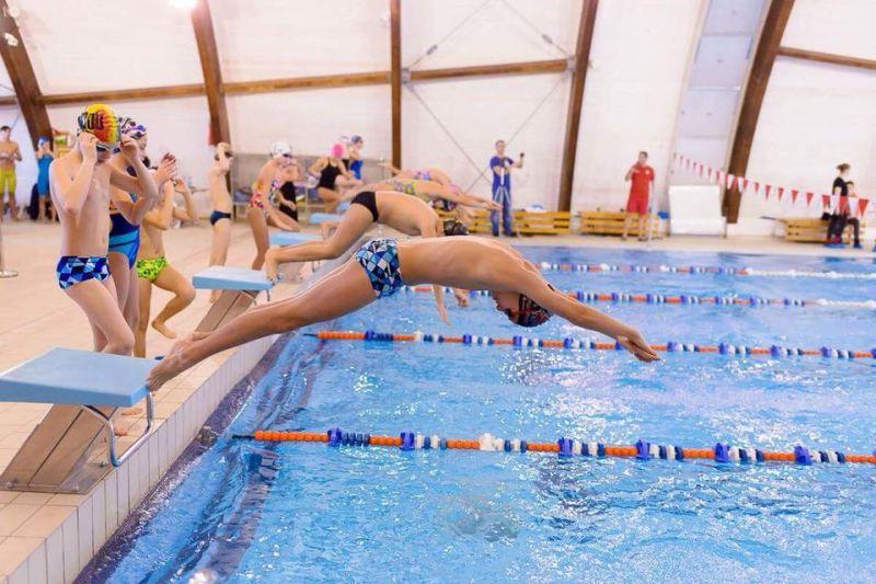 Înotătorii din Mioveni, concurs la Pitești