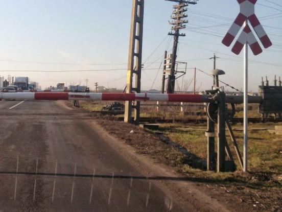 Modernizarea barierei de pe strada Lânăriei mai aşteaptă