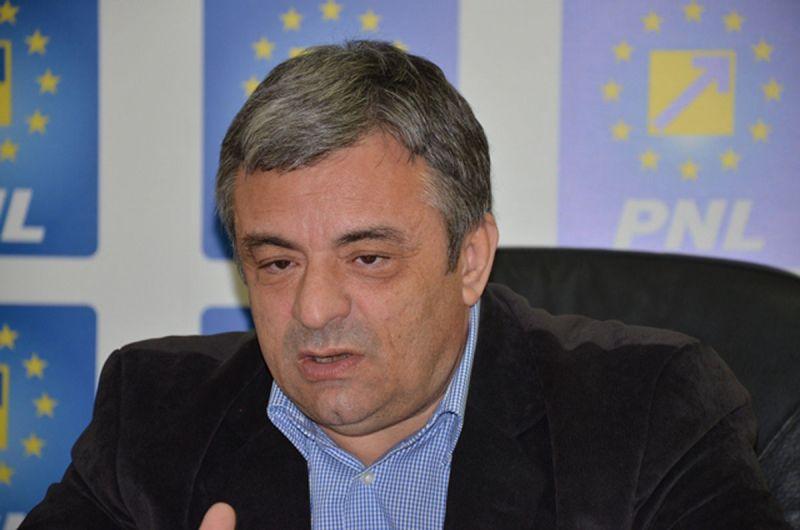 """Adrian Miuţescu: """"PNL este singura variantă politică decentă pe care o au românii"""""""
