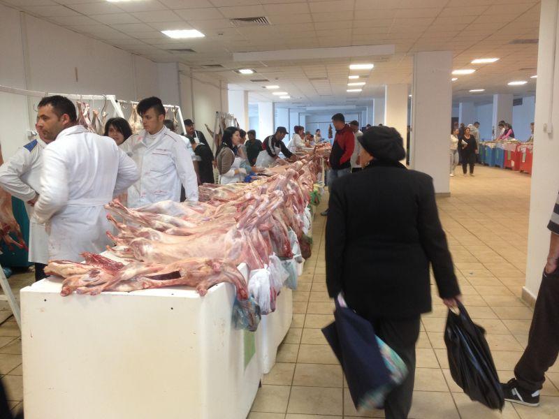 Piețele din Pitești se pregătesc să primească produsele specifice de Paște