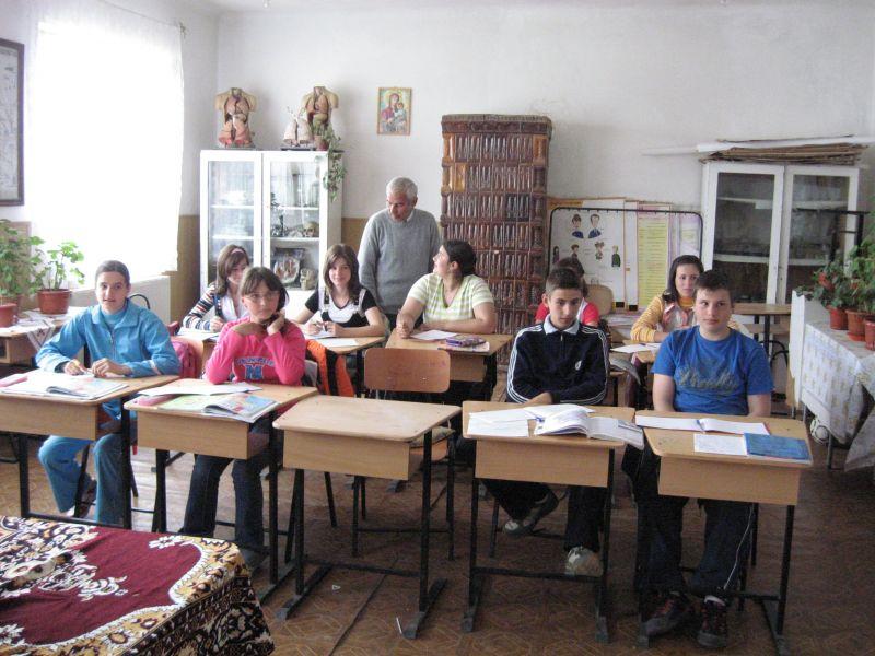 """Centrul de Cultură """"Brătianu"""" prezent în școlile argeșene"""