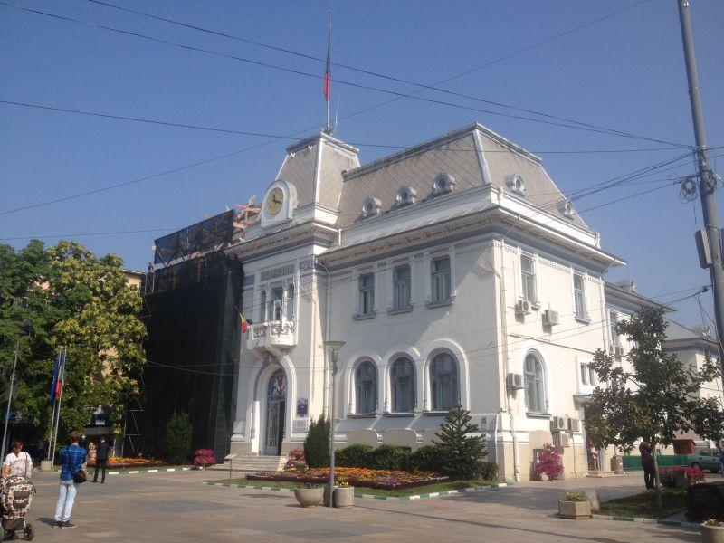 Cetățenii moldoveni apelează la Starea Civilă din Pitești pentru transcrierea actelor întocmite în străinătate