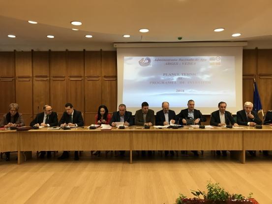 Parlamentarii argeşeni, faţă în faţă cu primarii