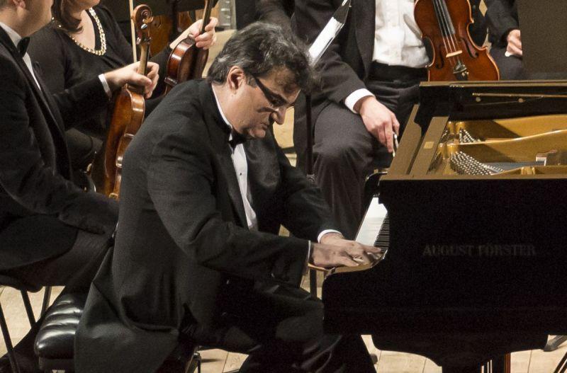 Pianistul argeşean Vlad Dimulescu revine la Filarmonica Piteşti