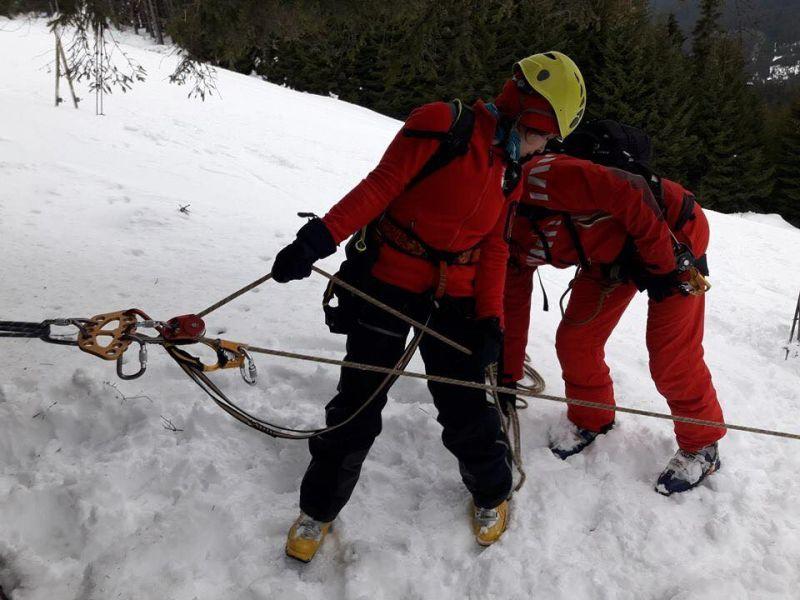 Stratul nou de zăpadă depus în ultimele zile devine tot mai instabil pe fondul încălzirii vremii, anunță Serviciul Public de Salvamont
