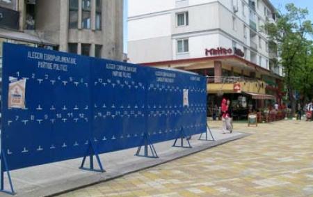 Candidaţii au doar 9 panouri de afişaj electoral în Piteşti