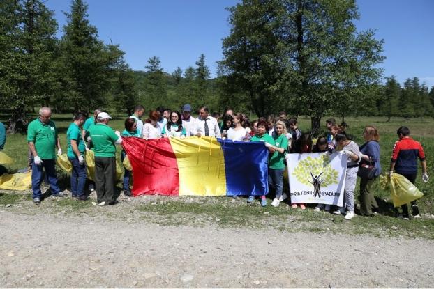 Simona Bucura Oprescu, voluntar pentru ecologizare în două comune argeşene