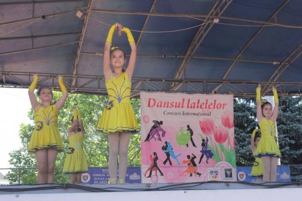 Dansul Lalelelor, în Piaţa Vasile Milea