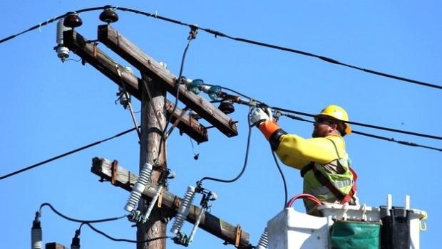 Sute de argeşeni, fără curent electric